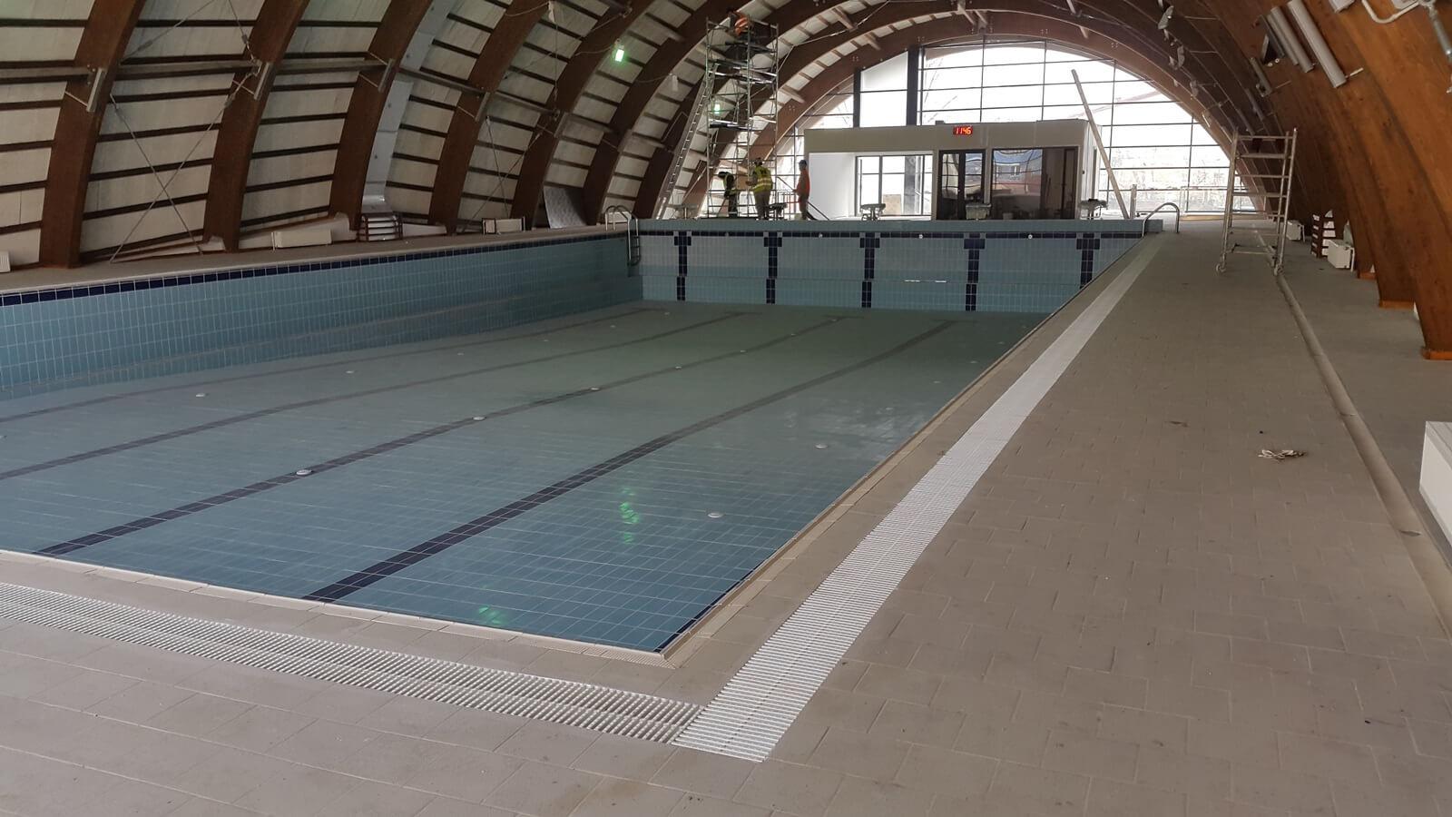 Piscina interioara din beton overflow piscine premium for Constructie piscine