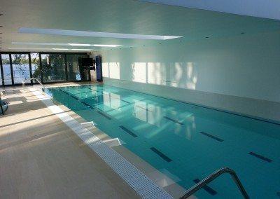 constructie-piscina-cu-luciu-de-apa