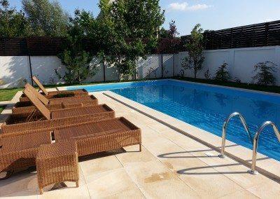 Piscina exterioara din beton cu skimmer finisata cu liner for Constructii piscine romania