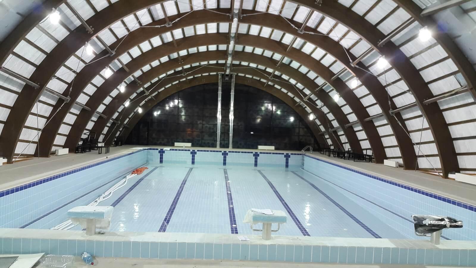Piscina interioara din beton overflow piscine premium for Constructii piscine romania