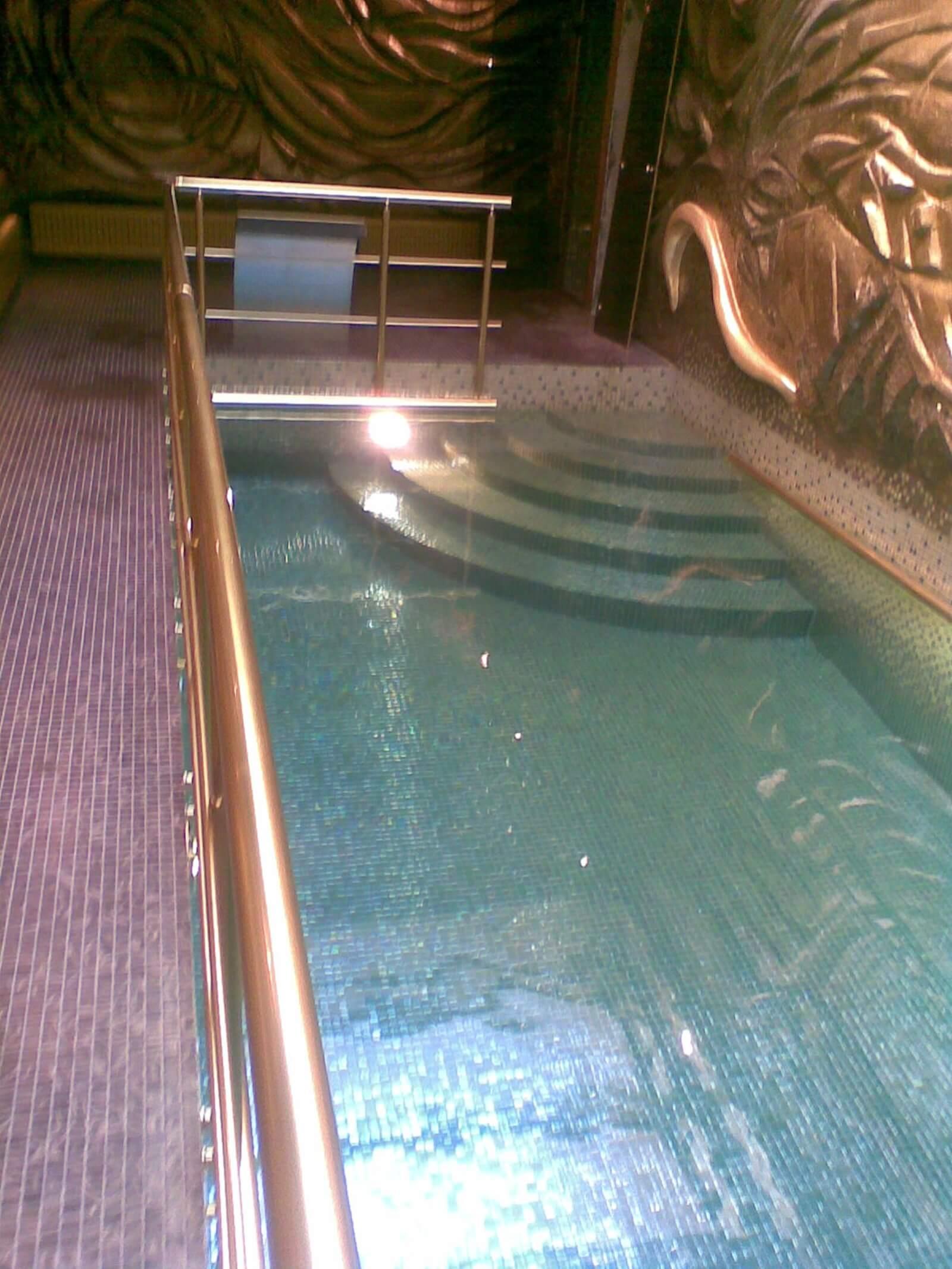 Piscina interioara din beton cu skimmer piscine premium for Constructii piscine romania