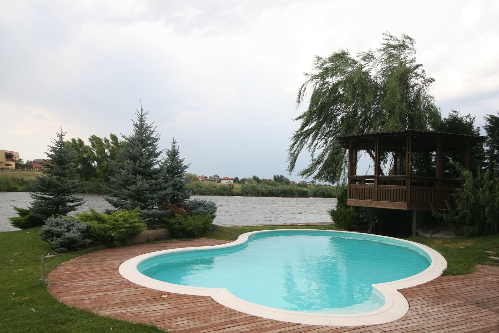 Piscina exterioara cu skimmer si liner piscine premium for Constructii piscine