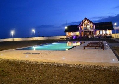 piscina-din-beton-cu-laturi-negative