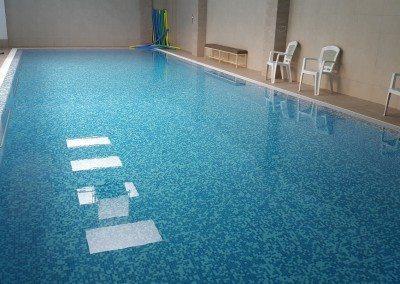 piscina-din-beton-placata-cu-mosaic