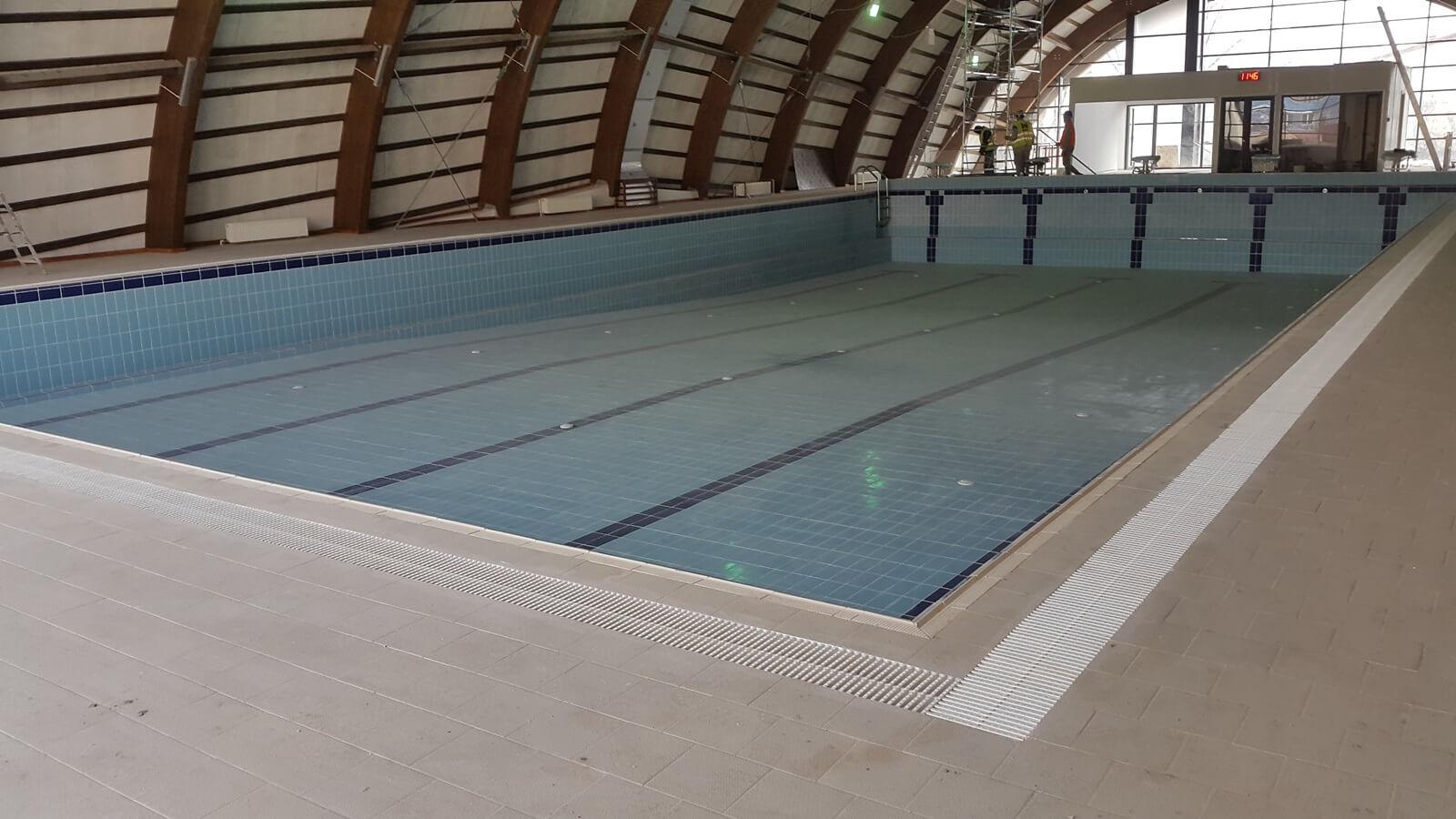Piscina interioara din beton overflow piscine premium for Aqua 2000 piscine