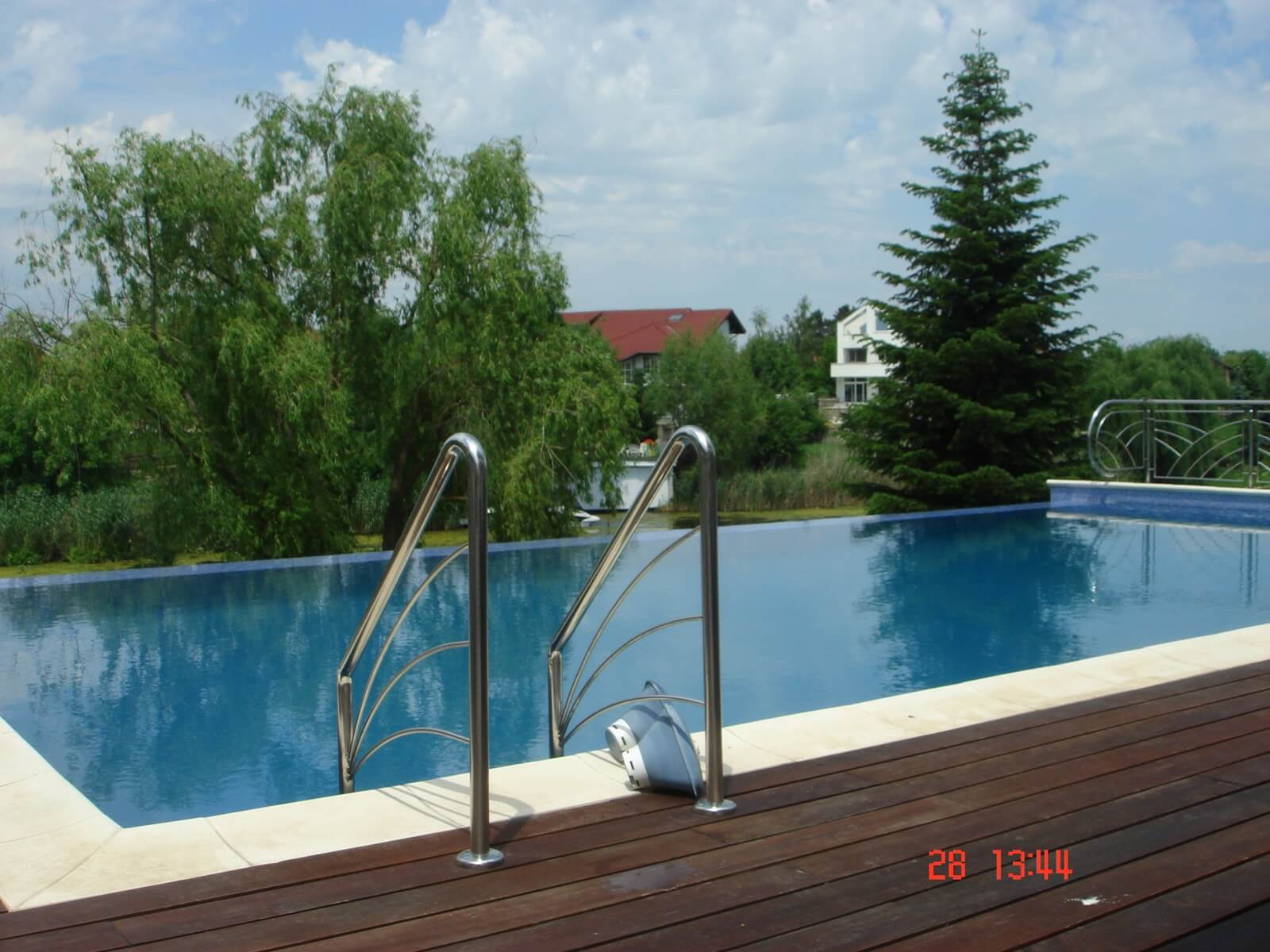 Piscina exterioara din beton infinity piscine premium for Aqua 2000 piscine